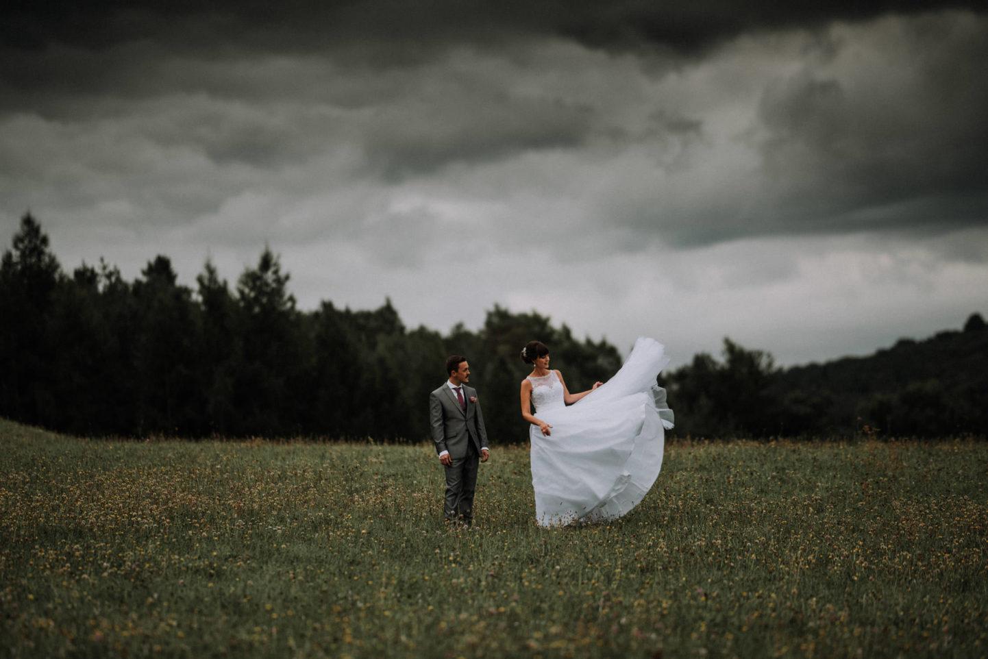 Hochzeitskleid fliegt