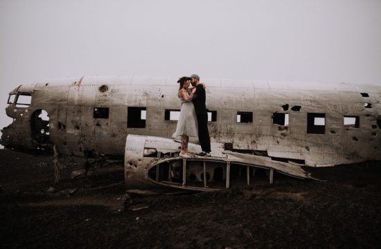Best Elopement photographer in Iceland at the plane wreck from wedding photographer Mati from Austria